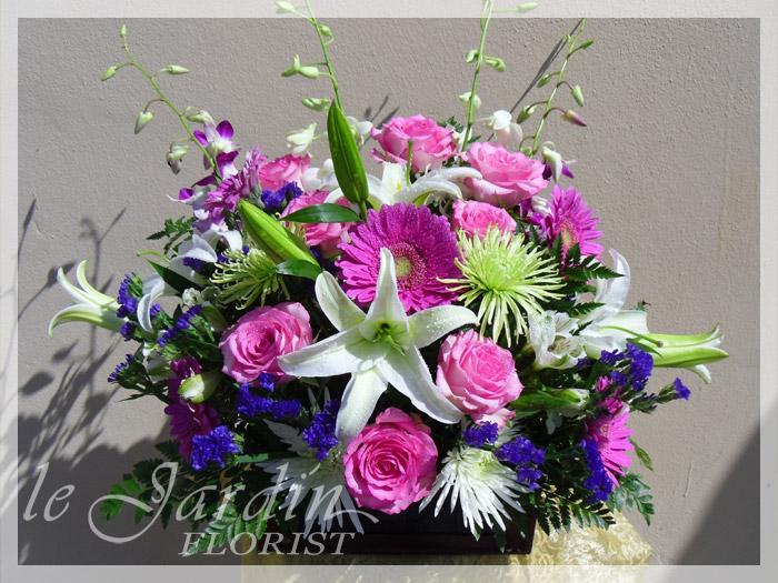 Superior Pink Treasure :: Le Jardin Signature Flower Arrangement.  Good Ideas