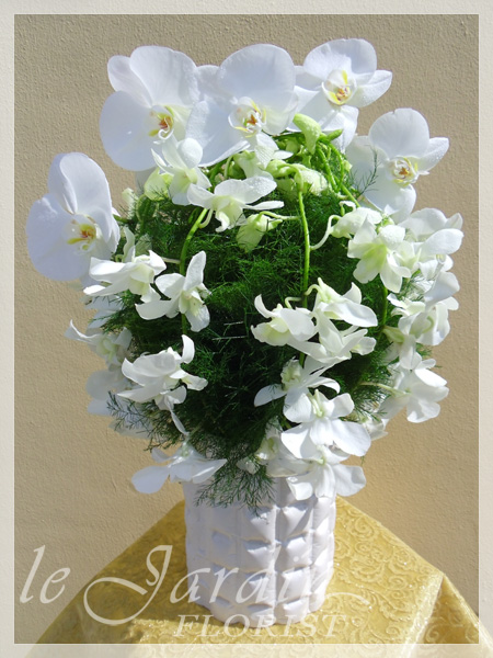 White green florals by flower synergy palm beach gardens 561 627 8118 custom made upscale white flower arrangements green mightylinksfo
